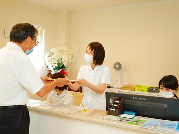 医療事務:保険など各種書類の作成も行います。